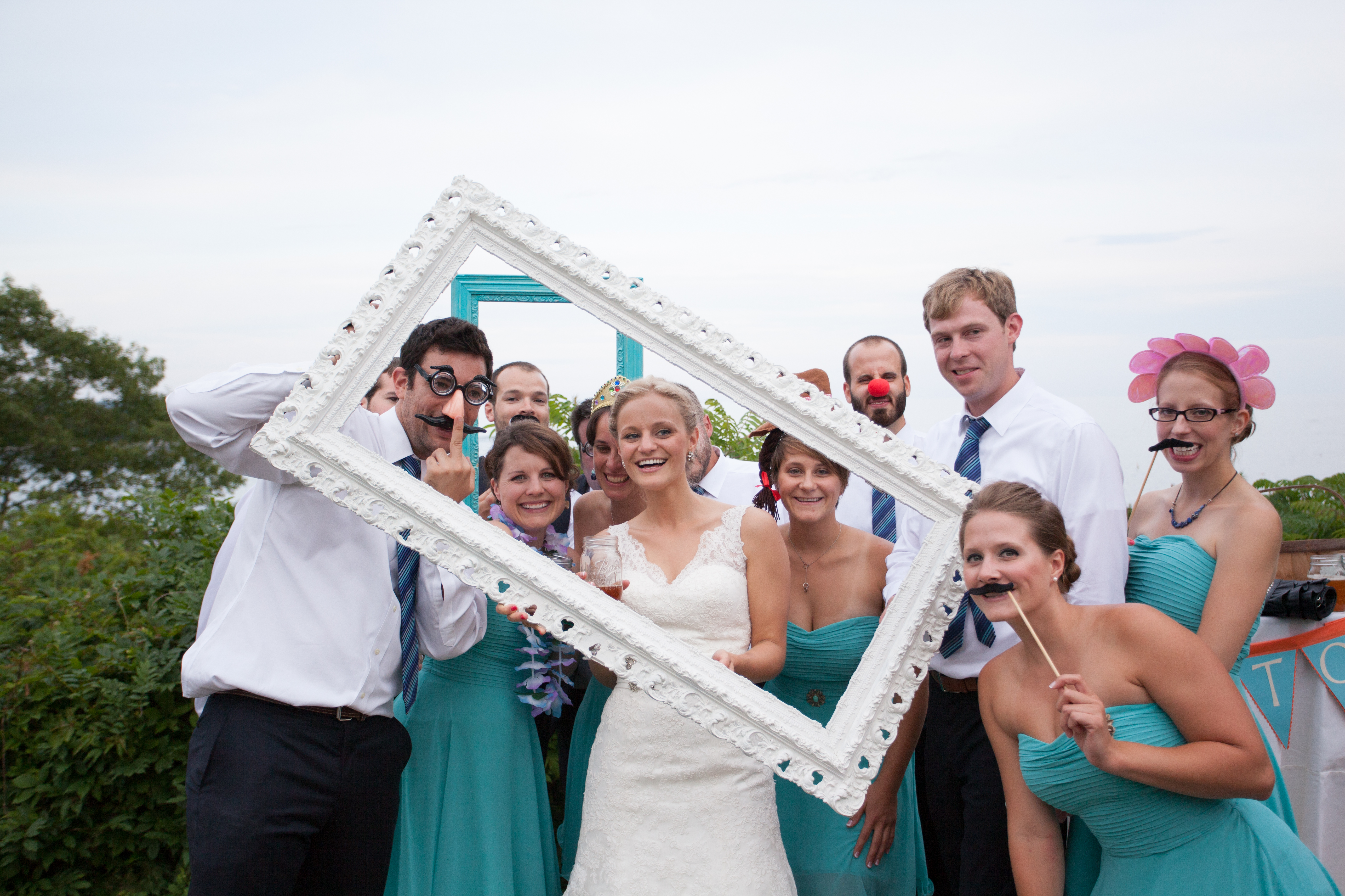 large frame photo-booth props - Kivalo Photography Blog